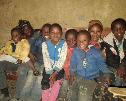 Die Waisenkinder mit ihren Cousins